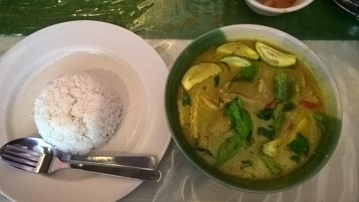 ペナンでタイ料理を グリーンカレーとトムヤムクン Nine Thai Penang