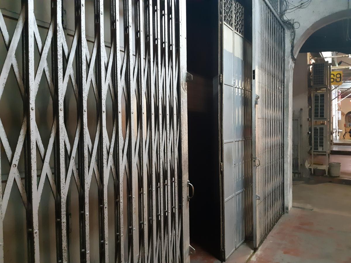 廃墟の扉を開けるペナンの隠れ家バー Speakeasy Hidden Bar Penang